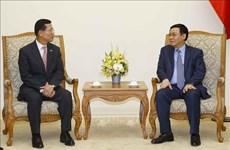 Le vice-PM Vuong Dinh Hue demande à Shinhan Card de développer la fintech au Vietnam