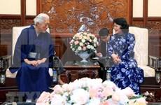 La présidente par intérim reçoit le chef d'une école de la cérémonie du thé japonaise