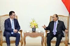 Le PM Nguyen Xuan Phuc reçoit le ministre roumain du Commerce