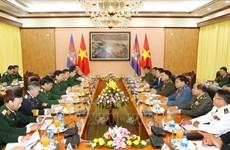 Le commandant en chef de l'Armée royale cambodgienne en visite officielle au Vietnam