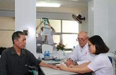 Consultations médicales gratuites: des médecins français à Hai Phong