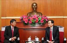 Resserrer les liens entre les deux Fronts du Vietnam et du Laos