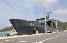 Un navire de la Marine singapourienne au port de Cam Ranh