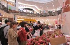 Des clients japonais apprécient des produits vietnamiens