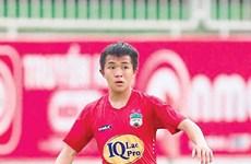 Un footballeur vietnamien dans l'équipe ASIAN ELEVEN pour un match amical international