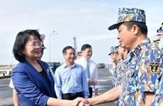 La vice-présidente Dang Thi Ngoc Thinh rend visite aux officiers et soldats de la 2e zone navale