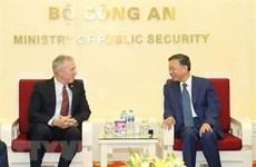 Le ministre vietnamien de la Sécurité publique affirme son soutien à Google