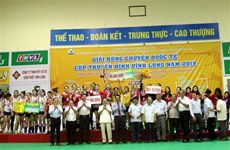 Volley-ball: le Vietnam brille lors d'un tournoi international à Vinh Long