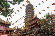 Une tour bouddhiste honore les valeurs historiques