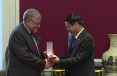 Remise de l'Ordre de l'amitié à l'Association Belgique – Vietnam