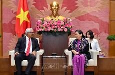 La vice-présidente permanente de l'AN Tong Thi Phong reçoit le ministre cubain de la Justice