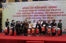 Têt traditionnel : des dirigeants offrent des cadeaux aux personnes défavorisées
