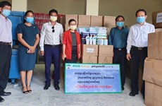 COVID-19: Le groupe Hoang Anh Gia Lai remet des fournitures médicales au Cambodge