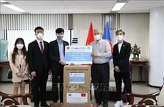 Remise de 25.000 masques médicaux à la communauté des Vietnamiens en R. de Corée