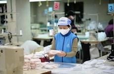 Les entreprises vietnamiennes ont une capacité suffisante pour produire de masques anti-épidémiques