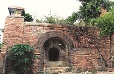 Thua Thiên-Huê: découverte de deux portes dans la cité impériale de Huê