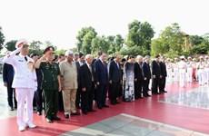 Le 27 juillet : les dirigeants du Parti et de l'Etat rendent hommage aux Morts pour la Patrie
