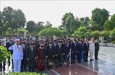 1010e anniversaire de Thang Long – Hanoï: les dirigeants de Hanoï rendent hommage au roi Ly Thai To