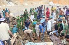 Glissement de terrain : efforts de retrouver des victimes dans la commune de Tra Leng