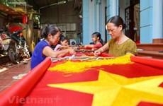 A la découverte d'un village où sont fabriqués des drapeaux nationaux