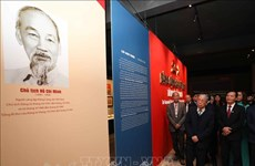 Exposition sur le Parti communiste du Vietnam et ses congrès nationaux à Hanoï