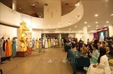 Remise des objets et photos liés aux femmes au Musée des femmes du Vietnam