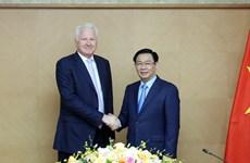 Le vice-Premier ministre Vuong Dinh Hue reçoit le président du groupe Clermont