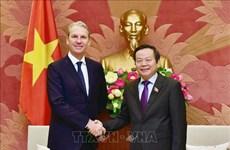 Le groupe Pfizer soutient le développement de l'industrie pharmaceutique au Vietnam