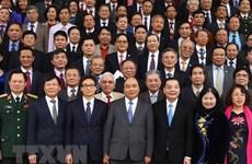 Le Premier ministre Nguyen Xuan Phuc rencontre des intellectuels et scientifiques