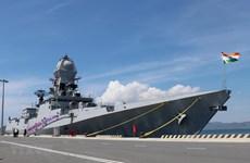 Deux navires de la Marine indienne en visite au Vietnam