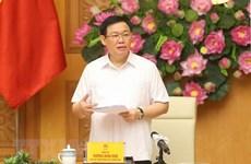 Le vice-PM Vuong Dinh Hue examine l'actionnarisation et la restructuration des entreprises publiques