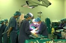 Le Vietnam effectue une double greffe à un patient étranger
