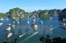 Ha Long - une nouvelle ville se dresse à côté d'un patrimoine mondial