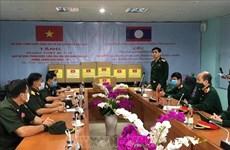 Le Vietnam remet des équipements médicaux au Laos et au Cambodge pour lutter contre le COVID-19