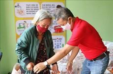 Ho Chi Minh-Ville aide les personnes touchées par le COVID-19 à surmonter les difficultés