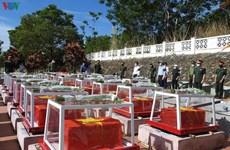 Kon Tum : inhumation des restes de 21 soldats vietnamiens tombés au Laos et au Cambodge