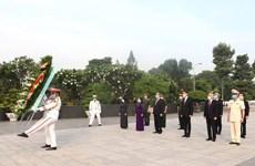 Réunification nationale: des dirigeants de HCM-Ville rendent hommage aux morts pour la Patrie