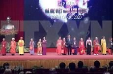 Le PM Nguyen Xuan Phuc rencontre les représentantes des mères héroïnes