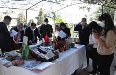 Exposition de photos en l'honneur des 58 ans de relations diplomatiques Vietnam-Algérie