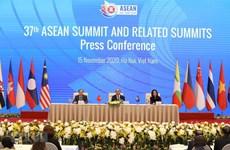 Le PM Nguyen Xuan Phuc souligne le succès du 37e sommet de l'ASEAN et sommets connexes
