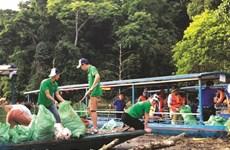 Des jeunes en action pour nettoyer la nature