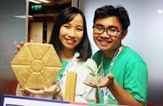 Des élèves produisent des briques à partir de déchets plastiques