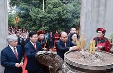 Le président Nguyen Xuan Phuc rend hommage aux rois fondateurs Hung à Viêt Tri