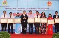 Célébrations de la Journée des enseignants vietnamiens dans l'ensemble du pays