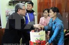 Le permanent du Secrétariat du CC du Parti rend visite à des travailleurs à Bac Giang