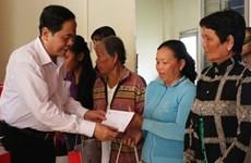 Le président du CC du FPV offre des cadeaux du Têt dans la province d'An Giang