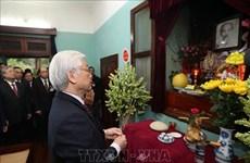 Nguyen  Phu Trong rend hommage au Président Ho Chi Minh