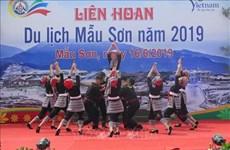 Des milliers de touristes au Festival touristique de Mau Son 2019