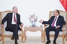 Le Premier ministre Nguyen Xuan Phuc reçoit son ancien homologue canadien Jean Chrétien