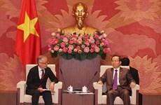 Le vice-président de l'AN Phung Quoc Hien reçoit un vice-président de la JICA